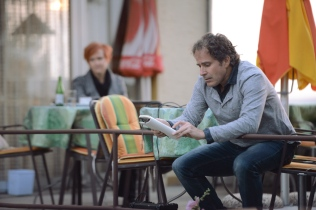 Lukas Krejci liest aus dem Tagebuch von Elisa.